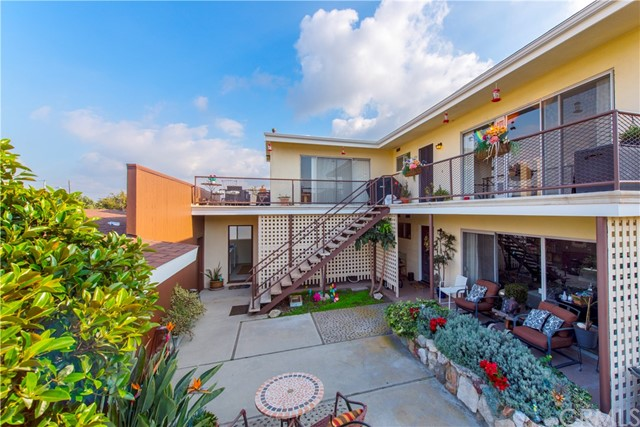 508 Avenue F Redondo Beach, CA 90277 is listed for sale as MLS Listing SB17006891