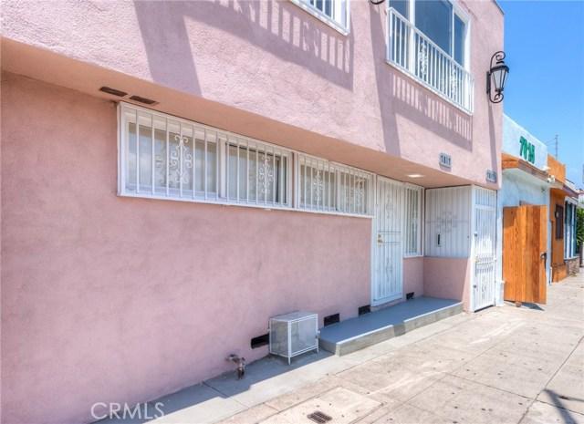 7817 S Western Avenue, Los Angeles CA: http://media.crmls.org/medias/7a9b8fe2-b806-47d1-ae93-37ee5de4ef8a.jpg