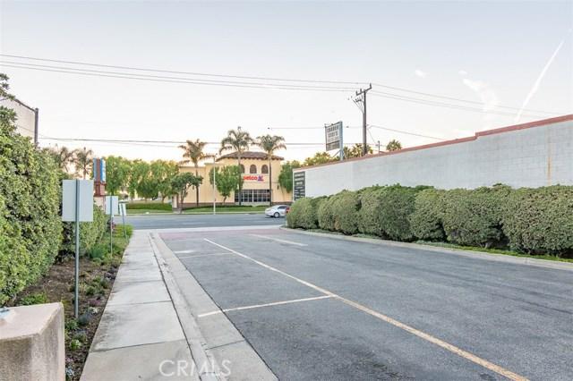 24410 Crenshaw Boulevard, Torrance CA: http://media.crmls.org/medias/7ab72e73-f368-4ed6-8863-10bd209297c0.jpg