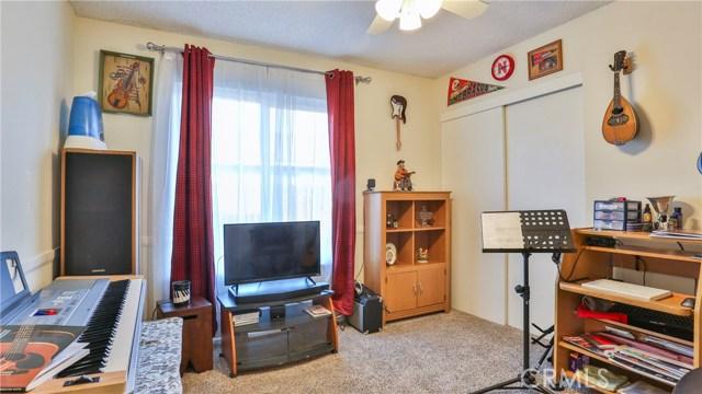 1322 Lanfair Street, Redlands CA: http://media.crmls.org/medias/7ab73d61-f868-4000-8e89-f5f75afe83e3.jpg