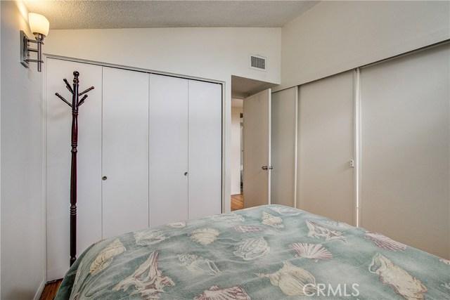 10000 Encino Avenue, Northridge CA: http://media.crmls.org/medias/7ae0895c-3b1c-4a6b-905b-40b2488e3a81.jpg