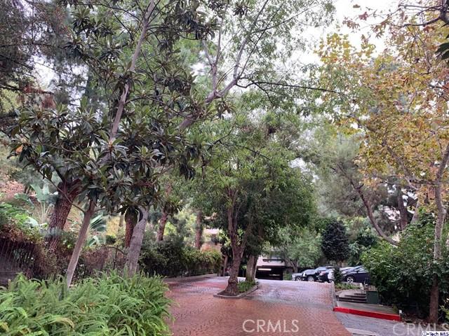 2700 Cahuenga Boulevard, Los Angeles CA: http://media.crmls.org/medias/7aec14e0-2b9d-48fa-b7a4-dee42e2501a7.jpg
