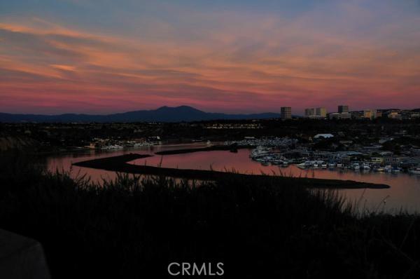 249 Mayflower Dr, Newport Beach CA: http://media.crmls.org/medias/7b203e86-a8b4-4019-8b2e-b535e8e3b42a.jpg
