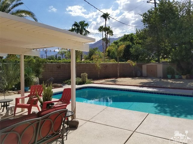 321 Desert Willow Circle, Palm Springs CA: http://media.crmls.org/medias/7b2407b9-d495-45e6-949a-a3cc7d8f8e1c.jpg