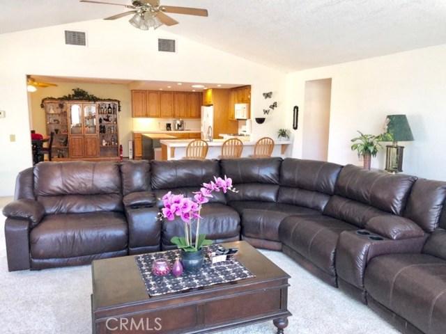 8558 Banyan Street, Rancho Cucamonga CA: http://media.crmls.org/medias/7b558008-aa9a-4e9c-a94d-c287bc65294c.jpg