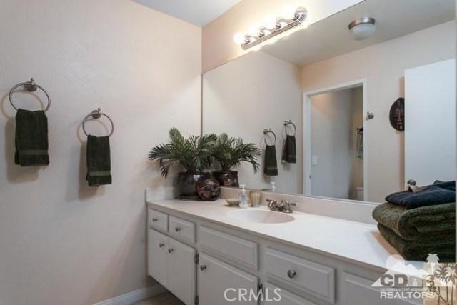 72384 Ridgecrest Lane, Palm Desert CA: http://media.crmls.org/medias/7b6439d9-18e7-464f-8698-b88de2fae93e.jpg