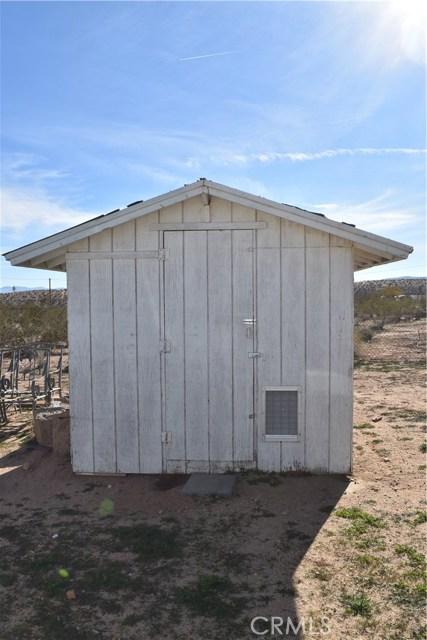 56855 Reche Road, Landers CA: http://media.crmls.org/medias/7b7bbbea-7486-48b0-b800-5d63ebd2b3a7.jpg