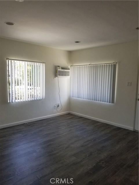10321 Parr Avenue, Sunland CA: http://media.crmls.org/medias/7b842865-0bf9-46e0-9170-9ef9ae4721e3.jpg