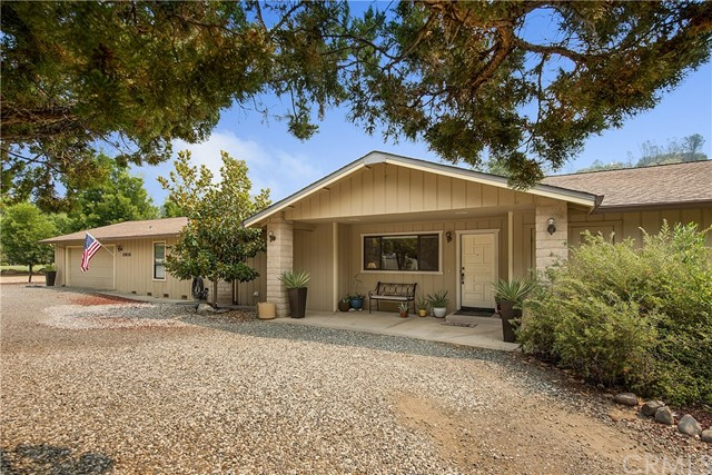 19848 Mountain Meadow N, Hidden Valley Lake CA: http://media.crmls.org/medias/7b9a06d8-4287-446e-96ed-55e733d72a69.jpg