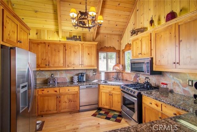 27978 W Shore Road, Lake Arrowhead CA: http://media.crmls.org/medias/7ba048ed-4157-4b77-b411-8cbf48d8a726.jpg