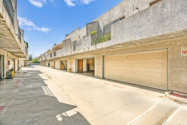 Detail Gallery Image 1 of 14 For 13302 Ramona Bld #2, Baldwin Park, CA 91706 - 3 Beds | 2 Baths