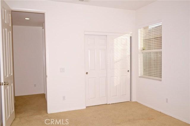 11035 Bay Shore Street, Victorville CA: http://media.crmls.org/medias/7c23fc6f-0363-43cf-acf1-4bdb51fe5fba.jpg
