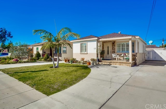4619 130th Street, Hawthorne, California 90250, 2 Bedrooms Bedrooms, ,1 BathroomBathrooms,Single family residence,For Sale,130th,SB21038379