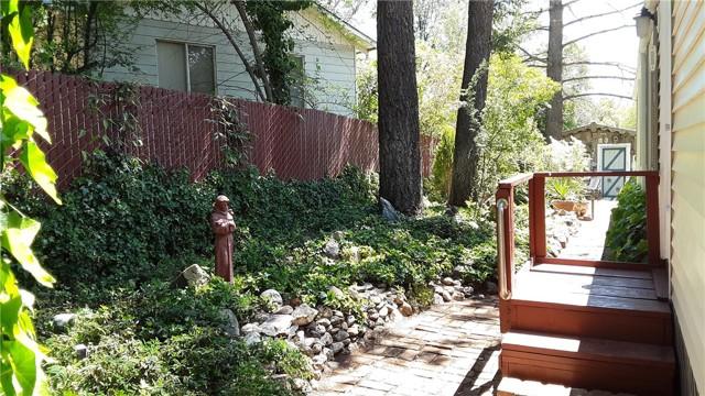 4759 W 40th, Clearlake CA: http://media.crmls.org/medias/7c64f777-730a-4573-9103-f8ca057bb59d.jpg