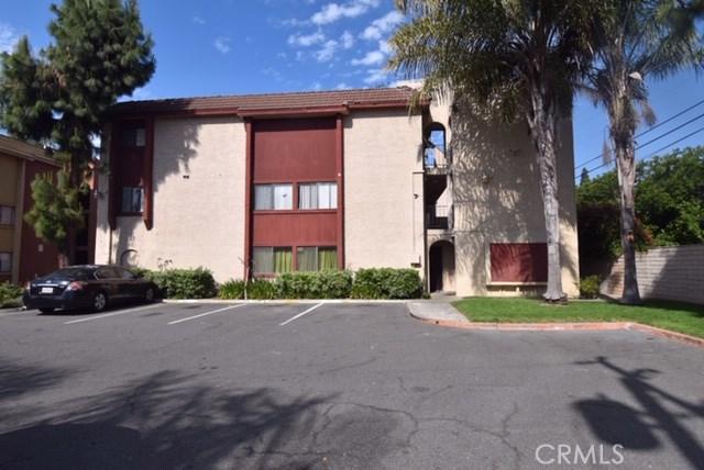 1025 Bishop Street, Santa Ana CA: http://media.crmls.org/medias/7c6c7745-4f7d-4106-abe1-e081b13ad816.jpg