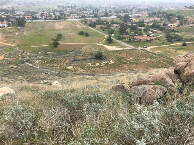 11275 Eagle Rock Road, Moreno Valley CA: http://media.crmls.org/medias/7c736dca-0e92-4ba9-ab19-d0f8de398a19.jpg