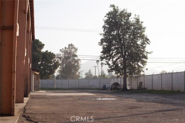 10479 Alder Avenue, Bloomington CA: http://media.crmls.org/medias/7c814186-fdae-4f8a-80f0-fbf22f7d76bb.jpg