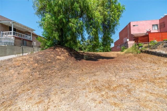 4033 E Cesar E Chavez Avenue, East Los Angeles CA: http://media.crmls.org/medias/7cb3245d-a8af-4417-93a1-9ccc5d0f15ac.jpg