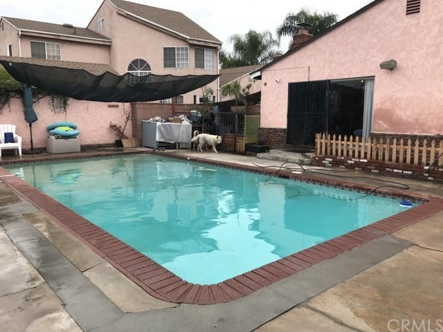 10257 Karmont Avenue, South Gate CA: http://media.crmls.org/medias/7cd4f428-00a3-413f-bc66-a4eb54e3d60f.jpg