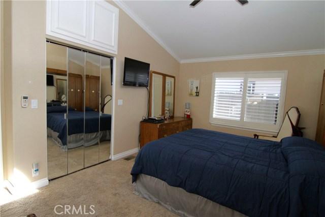 15980 Grand Avenue, Lake Elsinore CA: http://media.crmls.org/medias/7ce1a4ce-8f22-4996-affb-337d4bffa384.jpg