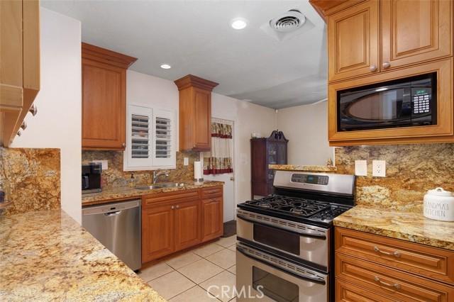 24421 Jefferson Avenue, Murrieta CA: http://media.crmls.org/medias/7cec1b11-e9b4-4ef6-9b4a-e23dc5e65759.jpg