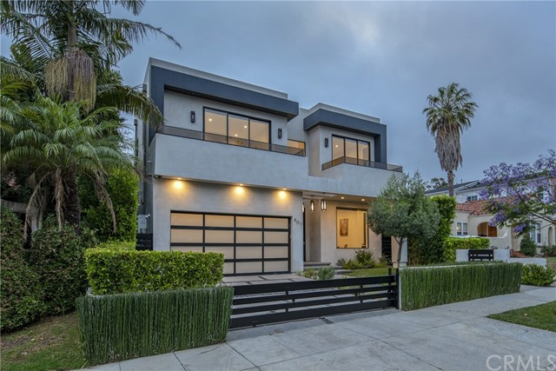 607 N Curson Avenue, Los Angeles CA: http://media.crmls.org/medias/7d36c6aa-f7e4-4de8-9d6c-c44096285c12.jpg