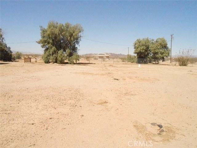 2751 Meriwether Road, 29 Palms CA: http://media.crmls.org/medias/7d51570e-bd1c-443a-90a3-70d0669998fa.jpg