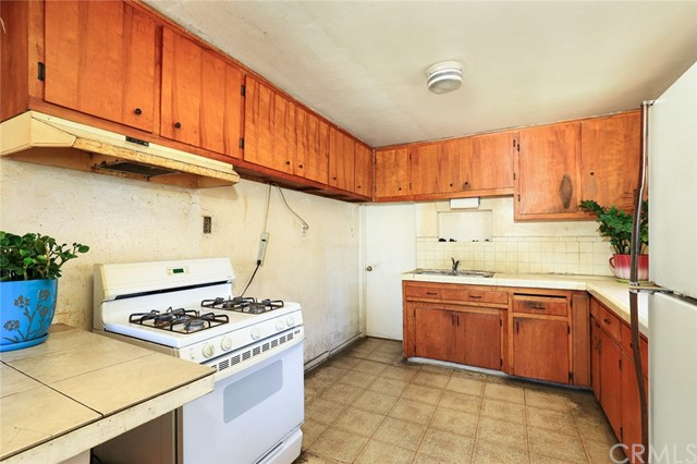 1211 S White Avenue Pomona, CA 91766 - MLS #: WS18192201