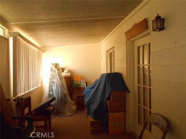 2751 Meriwether Road, 29 Palms CA: http://media.crmls.org/medias/7d71dc80-bf12-4bb6-8713-f0fda82e0f84.jpg