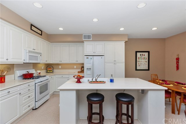 33571 Honeysuckle Lane, Murrieta CA: http://media.crmls.org/medias/7d8f286b-a7cc-481b-af95-b4c08217a115.jpg
