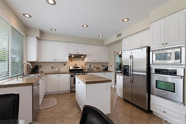 7111 Winterwood Lane, Highland CA: http://media.crmls.org/medias/7d97a64b-af97-4bd8-b931-aac611d947d2.jpg