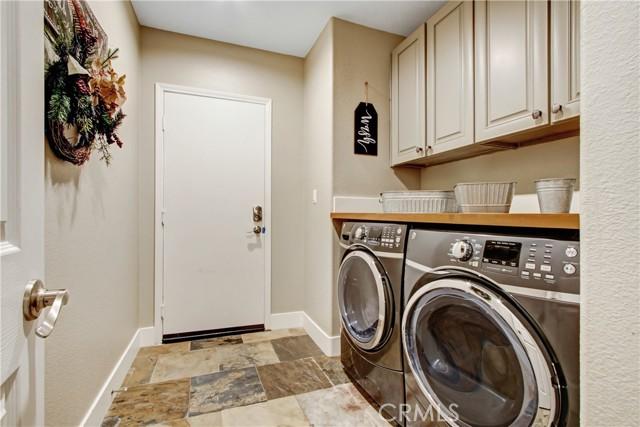 28012 Linda Lane, Saugus CA: http://media.crmls.org/medias/7dc570a8-1e9a-4ec8-a01d-e3a0f6df5188.jpg