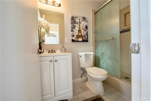 221 S Vine Avenue, Fullerton CA: http://media.crmls.org/medias/7def4190-7a61-4c70-a670-d33cb20e943e.jpg
