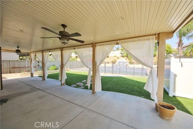1333 Swan Loop S, Upland CA: http://media.crmls.org/medias/7df8f4e5-ff4a-4461-99f5-e92fc3ff2148.jpg