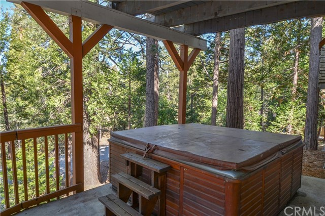527 Rainier Road, Lake Arrowhead CA: http://media.crmls.org/medias/7dfb6ecc-5d89-42af-9dd7-32e3dbdd912b.jpg