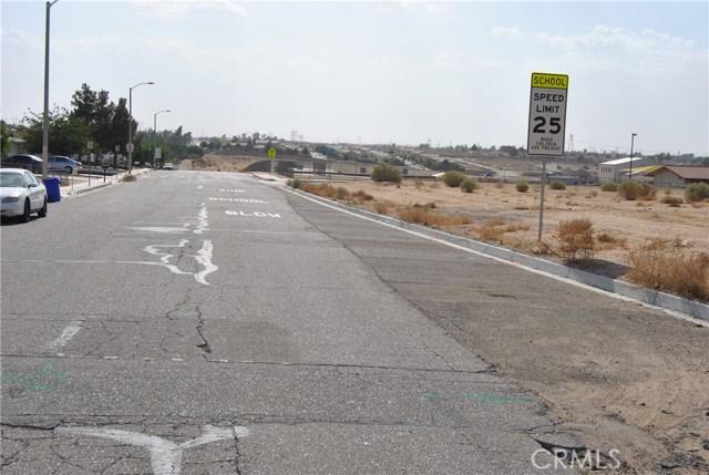 16033 Puesta Del Sol Drive, Victorville CA: http://media.crmls.org/medias/7e00ba05-95b5-4c4e-ba14-2c26ea96cab3.jpg