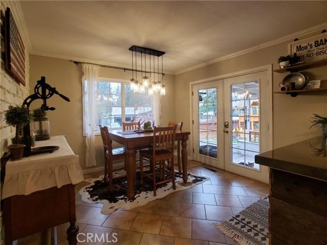 501 Discovery Street, Yreka CA: http://media.crmls.org/medias/7e0412cf-b354-499a-8387-518d9cd56143.jpg
