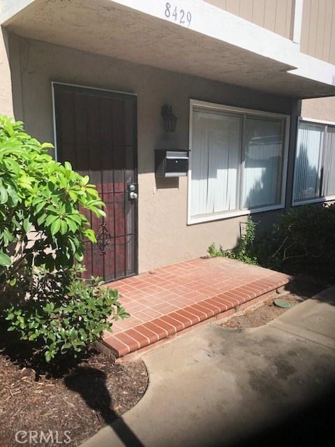 8429 El Arroyo, Huntington Beach CA: http://media.crmls.org/medias/7e19b1ff-6c41-443a-9abd-e145d2a7b817.jpg