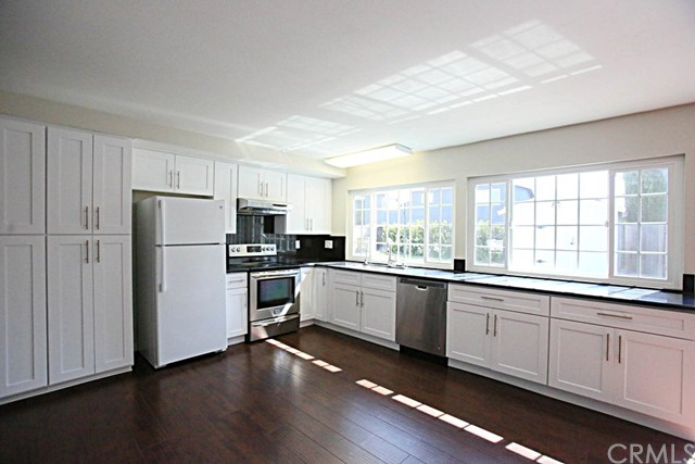 20542 Tobermory Circle , CA 92646 is listed for sale as MLS Listing OC18192249