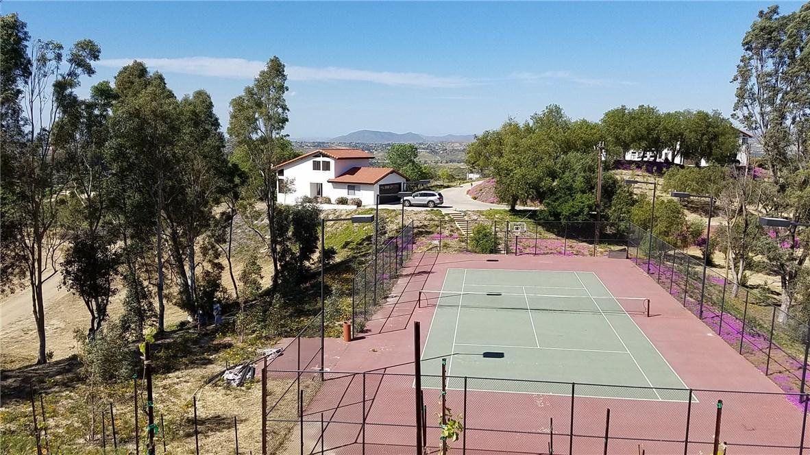 45115 LOS CABALLOS ROAD, TEMECULA, CA 92592  Photo 3