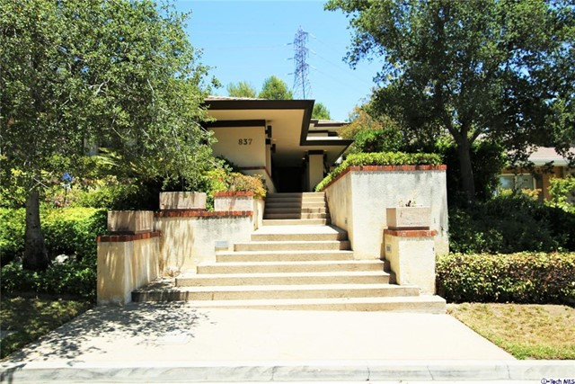 837 Greenridge Drive La Canada Flintridge, CA 91011 is listed for sale as MLS Listing 317002254