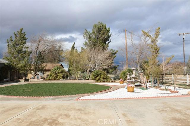 10614 Tujunga Road, Apple Valley CA: http://media.crmls.org/medias/7ea6bc7f-a60a-4666-8423-8591dc3d9e67.jpg