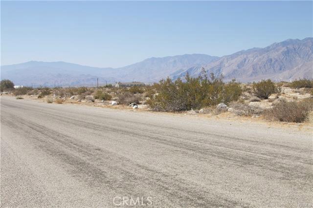 5 Kay Road, Desert Hot Springs CA: http://media.crmls.org/medias/7ea78557-627e-4435-b74b-d4f3a9816fc5.jpg