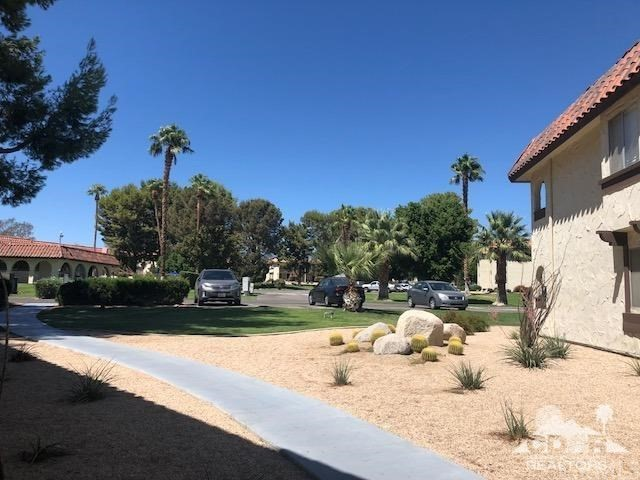 64291 Spyglass Ave Avenue, Desert Hot Springs CA: http://media.crmls.org/medias/7eb7941f-c7a0-4a68-8408-33b92e1b031f.jpg