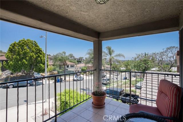 2077 Raymond Avenue, Signal Hill CA: http://media.crmls.org/medias/7ec177dd-2c23-428b-ba53-19ae8cb56ed1.jpg