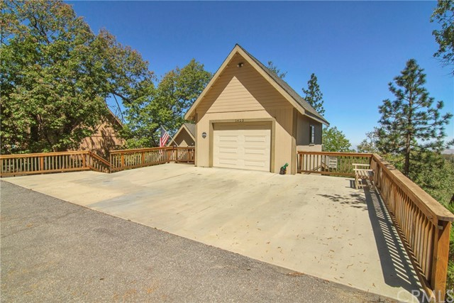 1423 Yosemite Drive Lake Arrowhead, CA 92352 - MLS #: EV18098201