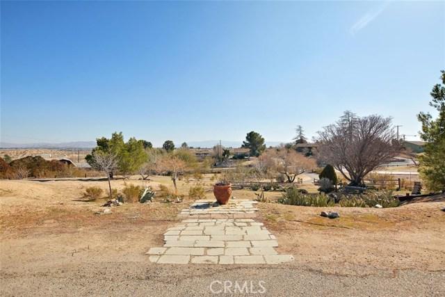 16498 Villa Drive, Victorville CA: http://media.crmls.org/medias/7eee7182-5018-4a67-ade0-335e77714806.jpg