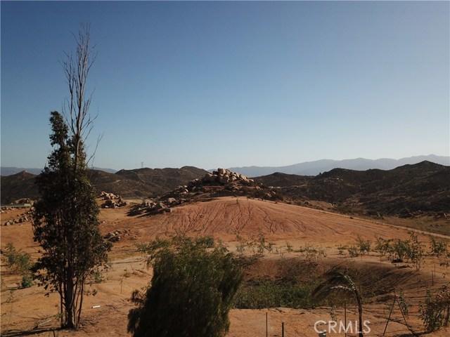 25050 El Toro Road, Perris CA: http://media.crmls.org/medias/7eefb1c5-7975-43e6-a673-042eee665f59.jpg