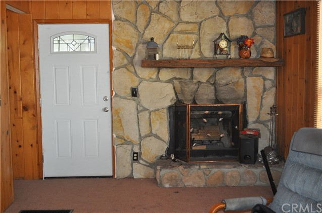 39925 Deer Lane, Big Bear CA: http://media.crmls.org/medias/7f412781-b8bb-43a1-a9e2-d4521a21bd76.jpg