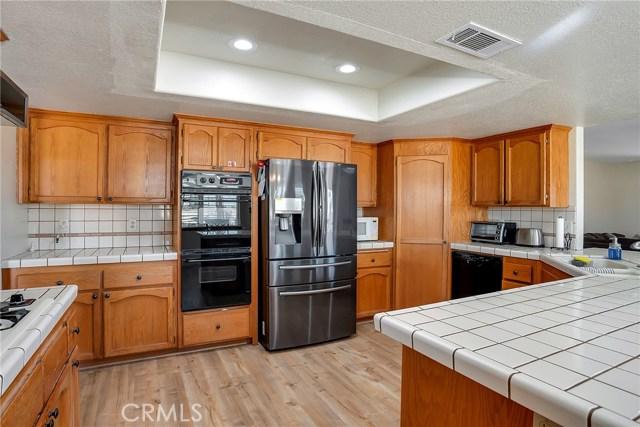 10832 Anaconda Avenue, Oak Hills CA: http://media.crmls.org/medias/7f44a439-ead0-4506-abe8-4000d35c31dd.jpg